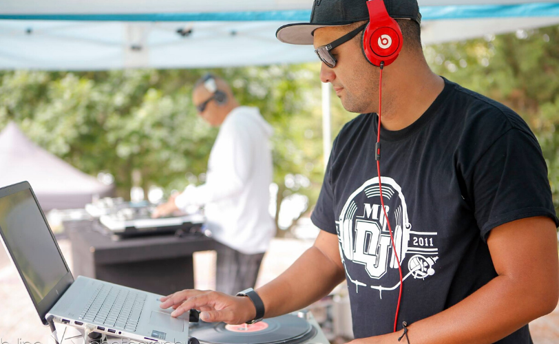 dj-playing-at-grooves-in-the-garden